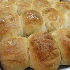 "Pat ""Mom's"" Yeast Rolls Homemade Dinner Rolls, Dinner Rolls Recipe, Roll Recipe, Homemade Breads, Yeast Rolls, Bread Rolls, Bread Recipes, Cooking Recipes, Yummy Recipes"