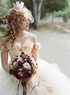 Victorian steampunk weddings are very original and gaining popularity today due to unique decor and fun details. If you are thinking over what to wear to such a ceremony, we are here to help you! You probably know that steampunk . Viktorianischer Steampunk, Steampunk Fashion, Steampunk Theme, Boho Fashion, Wedding Bouquets, Wedding Gowns, Tulle Wedding, Wedding Bride, Hair Wedding