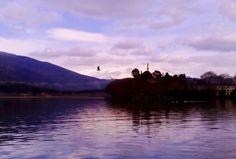 Λίμνη Ιωαννίνων Sea, Mountains, Sunset, Nature, Travel, Naturaleza, Viajes, The Ocean, Destinations