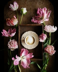 Coffee Is Life, I Love Coffee, Coffee Break, Coffee Lovers, Winter Coffee, Tea And Books, How To Wrap Flowers, Coffee Instagram, Good Morning Sunshine