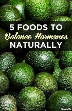 Lucky for you, you can balance your hormones gently and effectively by adding the right foods to your diet. Natural Home Remedies, Natural Healing, Herbal Remedies, Health Remedies, Cold Remedies, Bloating Remedies, Natural Detox, Holistic Healing, Foods To Balance Hormones