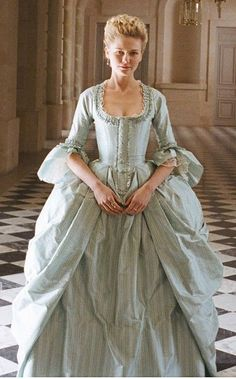 Mrs. Cole, mother of Annabelle and Elizabeth. Loyal to the king of England. #theloyalistsdaughter