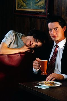 Sherilyn Fenn and Kyle MacLachlan in a promotional photo for Twin Peaks, 1990