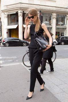 vogue-kingdom:  Message me if you're 100% street style! Need more blogs to follow xx