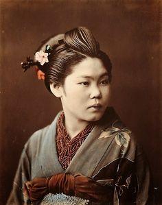 """Ci-dessous de larges extraits d'une description intéressante écrite par le Professeur Roux en 1905, """"la Prostitution Japonaise au Tonkin"""" pour la Société d'Anthropologie de Paris, 16 mars 1905. On y apprend notamment que les prostituées japonaises (les """"moussmés"""") ne fréquentent que des occidentaux et jamais les annamites. Elles sont très soignées et accordent beaucoup d'importances à l'ordre et l'hygiène...."""