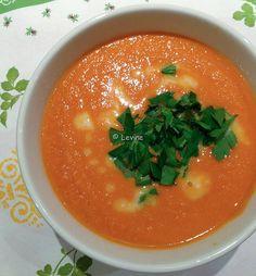 Uit de keuken van Levine: Tomatenwortelpindasoep