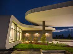 Gazoline Petrol Station by Damilano Studio Architects, Piemonte, Italy Lofts, Resorts, Car Station, Gas Service, 1950s Design, Design Design, Filling Station, Canopy Design, Amazing Spaces