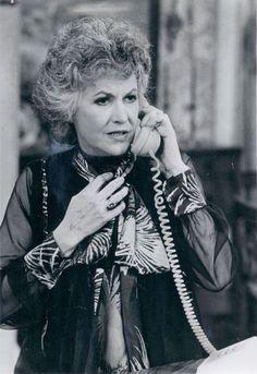 Maude, Bea Arthur. Dorothy Zbornak, Bea Arthur, Golden Girls, Tv Shows, Age, Sexy, People, People Illustration, Folk