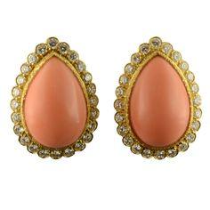 1stdibs | VAN CLEEF & ARPELS Pair of Coral & Diamond Earclips