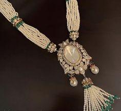Indian Jewelry Earrings, Indian Jewelry Sets, Jewelry Design Earrings, Indian Wedding Jewelry, Royal Jewelry, Emerald Jewelry, Diamond Jewellery, Beaded Necklace, Gold Necklace