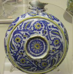 kütahya flask, c. Turkish Tiles, Turkish Art, Glazed Tiles, Porcelain Tile, Islamic Art, Pottery Art, 18th, Flask, Decorative Plates