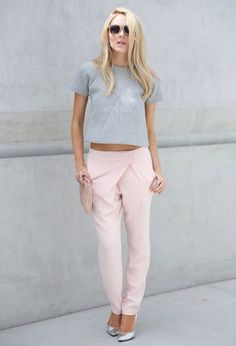 Check out These Super Sweet Pastel Street Style Looks for Outfit Inspiration . Passion For Fashion, Love Fashion, Fashion Looks, Womens Fashion, Suit Fashion, Runway Fashion, Fall Fashion, Pantalon Rose Pale, Mode Style