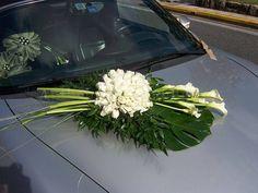 Στολισμός αυτοκινήτων με λουλούδια για γάμο