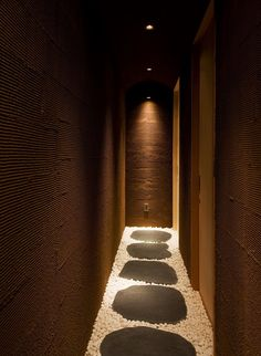 Hotel Kimamaya [Niseko-Hokkaido], idea for spa? Spa Interior Design, Spa Design, Design Hotel, Japanese Modern, Japanese Interior, Mercure Hotel, Spa Treatment Room, Spa Lighting, Spa Rooms
