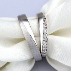 Platinum Round G VS White Diamond Eternity .- Platin Rund G VS Weißer Diamant Ewigkeitsband für Hochzeitsband To be sterling silver CZ and your matching wedding rings - Matching Promise Rings, Matching Wedding Rings, Wedding Rings Simple, Silver Wedding Rings, Wedding Matches, Unique Rings, Wedding Jewelry, Matching Rings, Trendy Wedding
