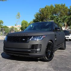 2019 Range Rover Supercharged… Wrapped Matrix black, All Accents Painted Gloss Black, Brake Calipers Painted Lime Green, Upgraded Source by Matte Black Range Rover, Range Rover Sport Black, Pink Range Rovers, Range Rover White, Range Rover Auto, Range Rover Evoque, Range Rover Supercharged, Suv Cars, Jeep Cars