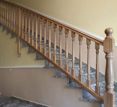 barandillas-de-madera-torneada-A12 Wooden Staircase Railing, Wood Balusters, Interior Staircase, Stair Handrail, Wooden Stairs, Banisters, India Architecture, Main Door Design, Stair Decor