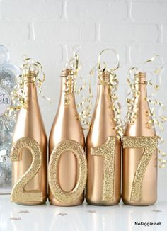 Unordinary Diy New Years Eve Party Decor Ideas Looking for some cool diy decor ideas for your new year s eve party. When it comes to having the … Looking for some cool diy decor ideas for your new year s eve party. New Years Eve Party Ideas Food, New Years Eve Dinner, New Years Party, Ideas Party, New Years Decorations, Table Decorations, Deco Nouvel An, New Year's Eve 2019, Party Deco