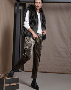 Я люблю каждый сезон рассматривать образы от Brunello Cucinelli. Они у них выстроены так, что будучи актуальными при этом спустя пару сезонов не выглядят so last season. Поэтому в начале нового сезона — предлагаю вам еще сто образов, которые обязательно вас вдохновят на стильные свершения. Related Posts Etro осень-зима 2017-2018Очень яркая и на сыщенная коллекция …