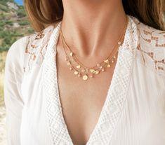 💌 Tri pôvabné náhrdelníky pre nežné žienky, ktoré majú srdce otvorené láske, veria svojim snom a vnímajú krásu detailov. ❣️ Milovníčky minimalizmu ich môžu nosiť jednotlivo alebo dámy, ktorých chytil za srdce nový trend vrstvenia šperkov, sa môžu inšpirovať zobrazenou kombináciou. Modeling, Pearl Necklace, Pearls, Jewelry, Fashion, Luxury, String Of Pearls, Moda, Jewlery