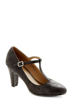 Everything's Aglow Heel in Onyx - Black, Work, Film Noir, Mid, Solid, Party, Vintage Inspired, 40s, Faux Leather, Variation