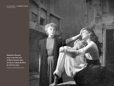 """Albert Camus (1913-1960) Madeleine Renaaud, Jean-Louis Barrault et Maria Casarès, dans les décors signés Balthus de """"l'Etat de siège""""."""