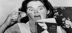 Arthecia Ferreira, em sua estrea na Coxinha Nerd, nos traz um pequeno resumo sobre o famoso best seller - Cinquenta tons de cinza. Um charme de livro!