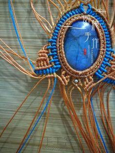 Macrame Necklace, Macrame Jewelry, Macrame Knots, Micro Macrame, Macrame Design, Pretty Necklaces, Macrame Tutorial, Crochet Purses, Stone