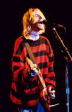 Kurt Cobain live in 1990