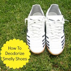 4 Ways To Deodorize Smelly Shoes 1. Wash them. Skip the fabric softener and use white vinegar which will kill the odor-causing bacteria.   2.Sprinkle with a homemade deodorizing powder. Combine 3 tablespoons baking soda, 1 tablespoon cornstarch and 5 drops of tea tree oil until thoroughly mixed.  3. Stuff them with newspaper overnight.  4. Freeze them.  To deodorize super smelly shoes, combine all four steps