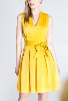 Vestido mini en amarillo con escote v - Cotton v-neck dress. Yellow - hecho a mano en DaWanda.es