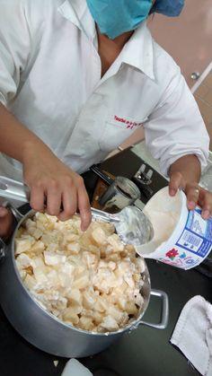 Preparación de ensalada de manzana.