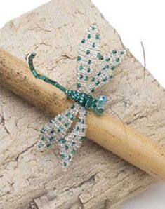 Delicate, shimmering dragonflies were a favorite theme in sixteenth- and seventeenth-century needlework. This enchanting dragonfly pin with fluttering wings is Arlene's attempt to capture the timeless appeal of these mysterious creatures in another med Dragonfly Wall Art, Beaded Dragonfly, Dragonfly Jewelry, Dragonfly Insect, Beaded Jewelry Patterns, Beading Patterns, Loom Beading, Seed Bead Crafts, Beaded Spiders