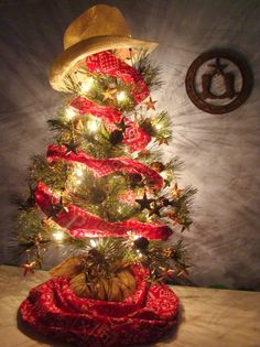 Unusual Christmas Trees Of Ornaments Wanna have an unusual Christmas tree this year? Or maybe you moved to a new home and don't have a Christmas tree at all? Don't worry, there's a great idea for you, Christmas Tree Decoration Ideas 2018, Unusual Christmas Tree Toppers, Western Christmas Tree, Tabletop Christmas Tree, Cowboy Christmas, Small Christmas Trees, Christmas Tree Themes, Country Christmas, Christmas Holidays