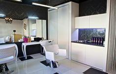 Priestory kaderníctva Hair Studio, Conference Room, Glamour, Table, Furniture, Home Decor, Decoration Home, Room Decor, Tables
