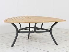 Hartman Triangular dining tuintafel New Design Xerix van Hartman tuinmeubelen