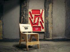 De KitKat affichestoel - Wanneer je het wel eens zat bent om weer die laatste reclamecampagne domweg op een affiche te drukken, moet je net als KitKat heeft gedaan, toch een keer iets beters verzinnen. Zij hebben in plaats van een slogan of logo eens iets heel anders gedaan. De mensen die de affiches tegen kwamen, zagen er al [...] Read more: http://www.6voor1.nl/2012/03/de-kitkat-affichestoel/