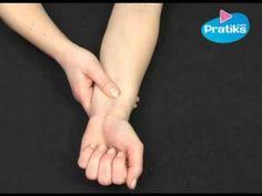 Pour calmer une nausée sans médicament il vous suffit d'appuyer sur le point situé trois doigts en dessous de la pliure du poignet. L'acupression, acupressur...