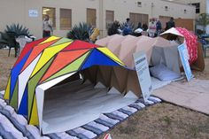 Pop-Up Shelters Create Instant Space for Homeless and Festival-Goers. Cardborigami Pop-Up Shelters Create Instant Space For Homeless and Festival Crowd Portable Shelter, Portable House, Homeless Housing, Homeless Shelters, Module Design, Tensile Structures, Shelter Design, Eco Architecture, Maquette Architecture