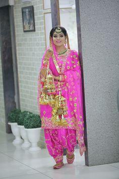 Looking for Fuchsia Pink Sikh Bride with Kaleere? Browse of latest bridal photos, lehenga & jewelry designs, decor ideas, etc. Bridal Suits Punjabi, Punjabi Bride, Punjabi Dress, Red Lehenga, Bridal Lehenga, Lehenga Choli, Indian Bridal Outfits, Indian Dresses, Punjabi Fashion
