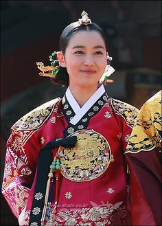 Dong Yi - Watch Full Episodes Free on DramaFever Korean Hanbok, Korean Dress, Korean Outfits, Dong Yi, Korean Traditional Dress, Traditional Dresses, Vietnam Costume, Yi King, Prettiest Actresses