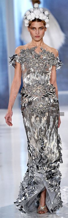 Valentin Yudashkin FW 2013-14 - This dress is ALL BEADS. Look up close it's Amazing.