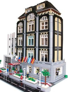 Lego hotel- this would be cool if it was open in the back and a hotel dollhouse! I would have played with it forever! Lego City, Lego Modular, Lego Design, Lego Hotel, Casa Lego, Box Container, Lego Boards, Buy Lego, Cool Lego Creations