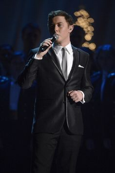 Yesterday President Obama and family were entertained by celebrities that were chosen by them to entertain at the annual Christmas in Washington D.C. Scotty McCreery was honored as one of the performers for this formal event. He looked so handsome in his formal suit,white shirt and black and white tie.