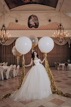 White giant balloons with golden tails for a wedding l Wedding in a luxurious palace - Decoration For Home Balloon Decorations, Birthday Decorations, Wedding Decorations, Balloon Tassel, Balloon Bouquet, Wedding Balloons, Garland Wedding, Dream Wedding, Wedding Day