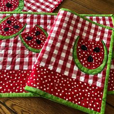 Updates from pdqdesigns on Etsy Quilting 101, Quilting Projects, Watermelon Quilt, Christmas Mug Rugs, Farmhouse Style Table, Place Mats Quilted, Red Gingham, Quilted Table Runners, Barn Quilts