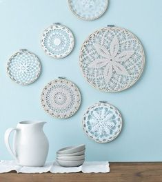 Style at Home managing editor and resident crafter Catherine Therrien shows you . Style at Home managing editor and resident crafter Catherine Therrien shows you how to update Grandma& doilies to create wintry wall art. Diy Wand, Diy Wall Art, Diy Wall Decor, Hanging Wall Art, Style At Home, Decorating On A Budget, Interior Decorating, Framed Doilies, Mur Diy