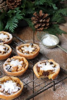 These sweet cider mince pies are filled with cinnamon, spices and apples, with a sweet cheddar crust. Mince Pies, Xmas Food, Christmas Cooking, Christmas Recipes, Dessert Blog, Dessert Recipes, Christmas Food Photography, Sweet Pie, Food Festival