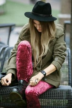 I'm going through a serious velvet phase, wouldn't mind want these leggings to add to my collection!