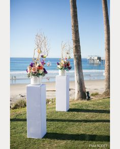 gorgeous wedding ceremony flowers! ~  we ❤ this! moncheribridals.com